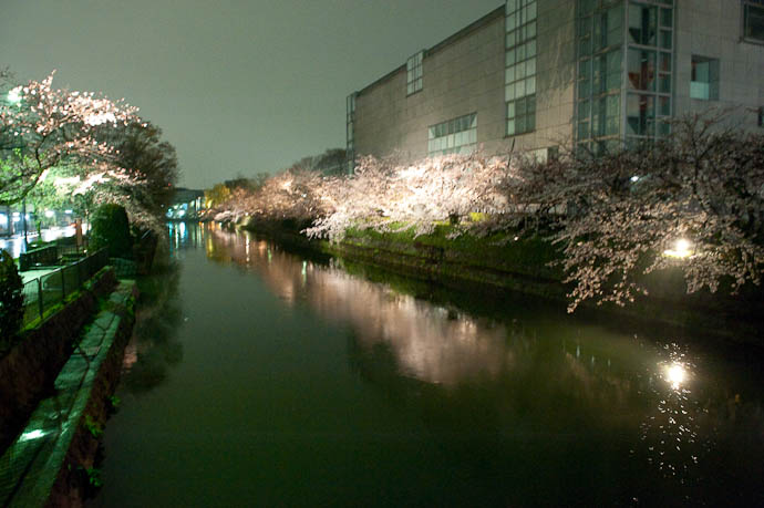 , f/6.3, ISO 6400 — map & image data — nearby photos -- Okazaki Cherry-Blossom Lightup -- Kyoto, Japan -- Copyright 2009 Jeffrey Friedl, http://regex.info/blog/
