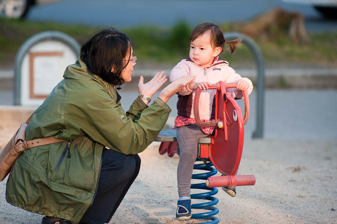 Maki and Tamaki Zak's wife and daughter -- Kyoto, Japan -- Copyright 2009 Jeffrey Friedl, http://regex.info/blog/