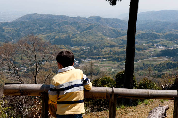 Checking Out the View -- Konzou Temple -- Kyoto, Japan -- Copyright 2009 Jeffrey Friedl, http://regex.info/blog/