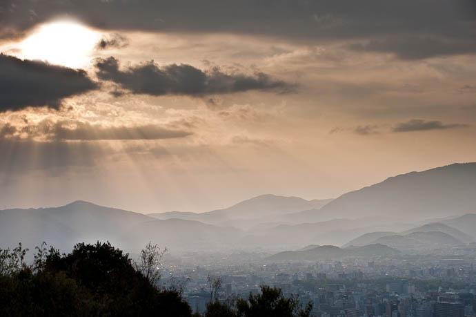 Hazy Dayz over Kyoto -- Kyoto, Japan -- Copyright 2009 Jeffrey Friedl, http://regex.info/blog/
