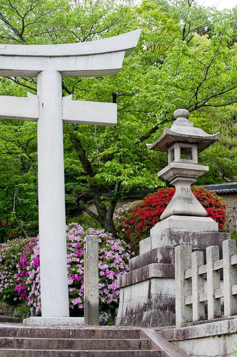 Munetada Shrine -- Kyoto, Japan -- Copyright 2009 Jeffrey Friedl, http://regex.info/blog/
