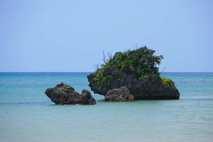Tiny Islands -- Ishigaki, Okinawa, Japan -- Copyright 2009 Jeffrey Friedl, http://regex.info/blog/
