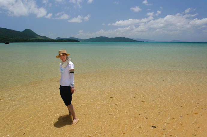Toe-Deep in The East China Sea -- Ishigaki, Okinawa, Japan -- Copyright 2009 Jeffrey Friedl, http://regex.info/blog/