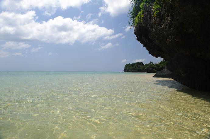 View Around the Corner -- Ishigaki, Okinawa, Japan -- Copyright 2009 Jeffrey Friedl, http://regex.info/blog/
