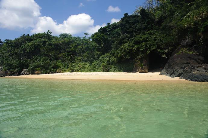 Another Private Beach -- Ishigaki, Okinawa, Japan -- Copyright 2009 Jeffrey Friedl, http://regex.info/blog/
