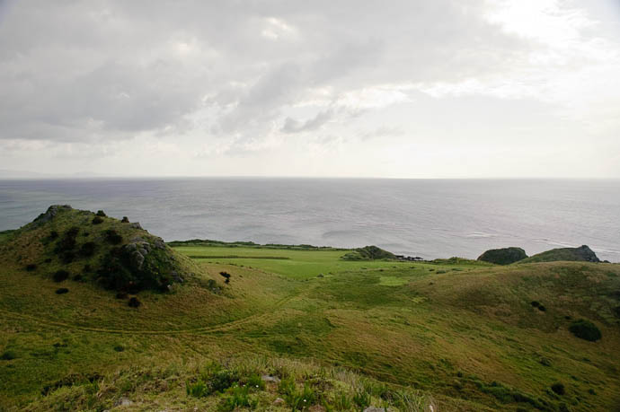 Looking West: Wind-Whipped Gloom -- Ishigaki, Okinawa, Japan -- Copyright 2009 Jeffrey Friedl, http://regex.info/blog/
