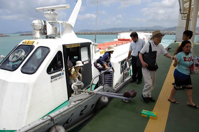 Arrival on Taketomi -- Taketomi Island, Okinawa, Japan -- Copyright 2009 Jeffrey Friedl, http://regex.info/blog/