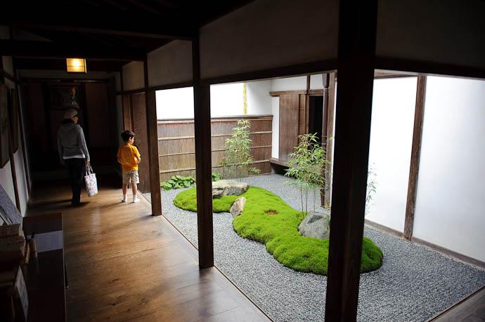 Inner Passage -- Sanzen-in Temple -- Kyoto, Japan -- Copyright 2009 Jeffrey Friedl, http://regex.info/blog/