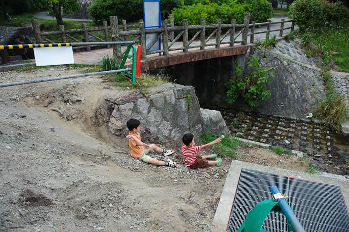 """Construction"" -- Ojigaoka Park -- Otsu, Shiga, Japan -- Copyright 2009 Jeffrey Friedl, http://regex.info/blog/"