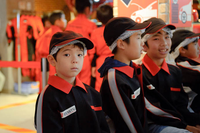 Perhaps a Bit Apprehensive? or maybe just bored? -- KidZania Koshien -- Kyoto, Japan -- Copyright 2009 Jeffrey Friedl, http://regex.info/blog/