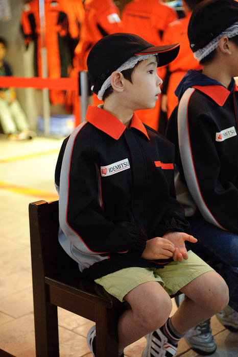 Interested In What's Going On with the first session -- KidZania Koshien -- Kyoto, Japan -- Copyright 2009 Jeffrey Friedl, http://regex.info/blog/