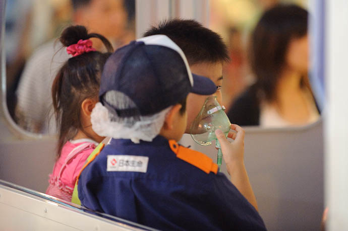 EMT Attends a Patient -- KidZania Koshien -- Kyoto, Japan -- Copyright 2009 Jeffrey Friedl, http://regex.info/blog/