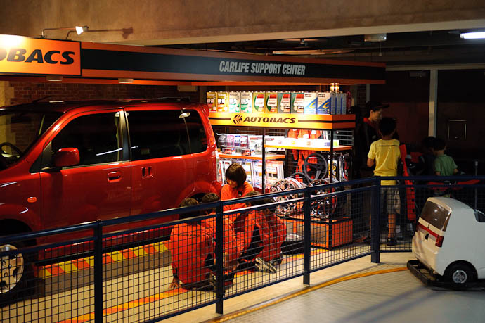 Changing a Tire -- KidZania Koshien -- Kyoto, Japan -- Copyright 2009 Jeffrey Friedl, http://regex.info/blog/
