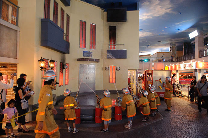 KidZania Koshien -- Kyoto, Japan -- Copyright 2009 Jeffrey Friedl, http://regex.info/blog/
