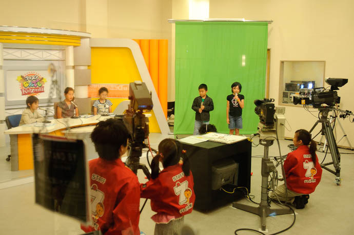 TV News -- KidZania Koshien -- Kyoto, Japan -- Copyright 2009 Jeffrey Friedl, http://regex.info/blog/
