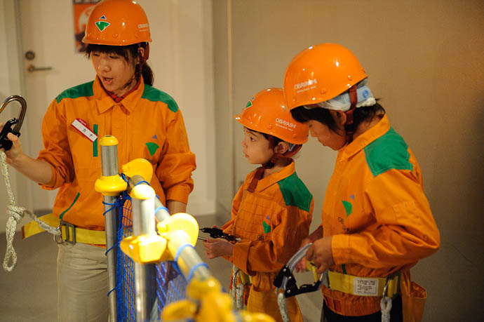 Equipment Instruction -- KidZania Koshien -- Kyoto, Japan -- Copyright 2009 Jeffrey Friedl, http://regex.info/blog/