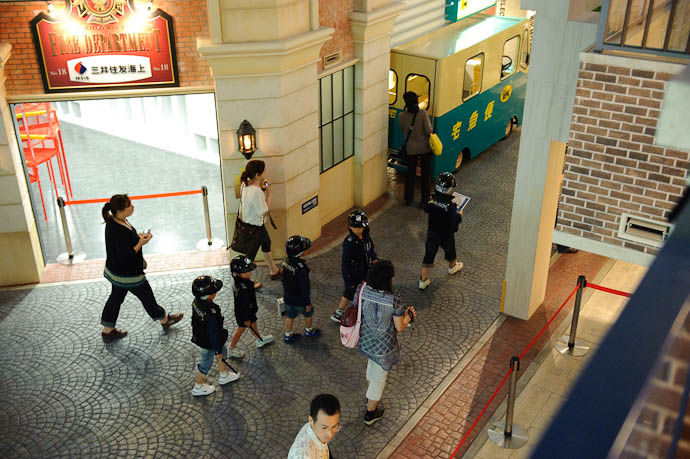 Armored Transport -- KidZania Koshien -- Kyoto, Japan -- Copyright 2009 Jeffrey Friedl, http://regex.info/blog/