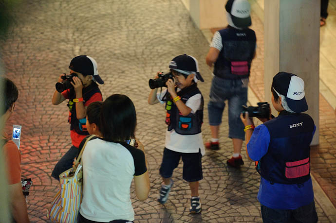 Photojournalists -- KidZania Koshien -- Kyoto, Japan -- Copyright 2009 Jeffrey Friedl, http://regex.info/blog/