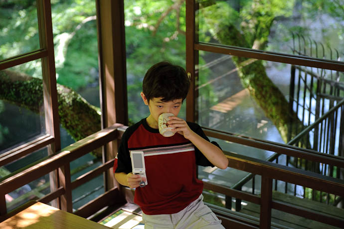 "Anthony Drinks Tea "" Drink, Anthony, drink "" ( the river is in the background, far below ) -- Toganojaya Restaurant -- Kyoto, Japan -- Copyright 2009 Jeffrey Friedl, http://regex.info/blog/"