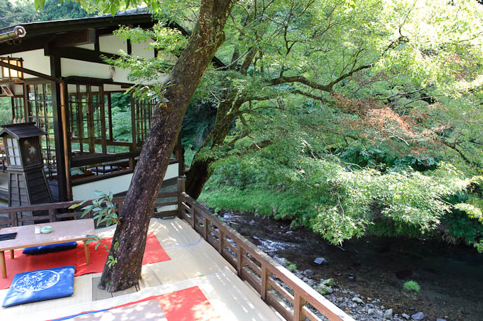 ...and Down to the River -- Toganojaya Restaurant -- Kyoto, Japan -- Copyright 2009 Jeffrey Friedl, http://regex.info/blog/