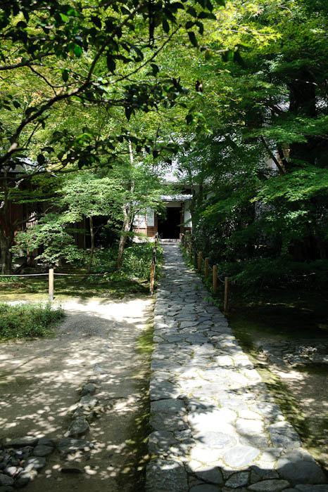 Inviting Entrance path to the Renge-ji Temple, Kyoto Japan -- Renge-ji Temple -- Copyright 2009 Jeffrey Friedl, http://regex.info/blog/