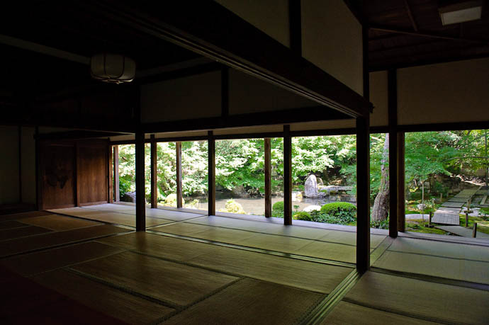 Garden-Viewing Room -- Renge-ji Temple -- Kyoto, Japan -- Copyright 2009 Jeffrey Friedl, http://regex.info/blog/