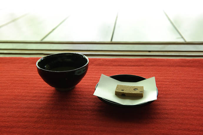Tea and Sweet -- Renge-ji Temple -- Kyoto, Japan -- Copyright 2009 Jeffrey Friedl, http://regex.info/blog/