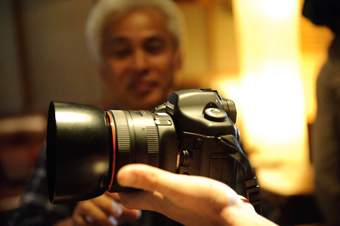 Nishimoto-san and his Canon 85mm f/1.2 Monster -- Kyoto, Japan -- Copyright 2009 Jeffrey Friedl, http://regex.info/blog/