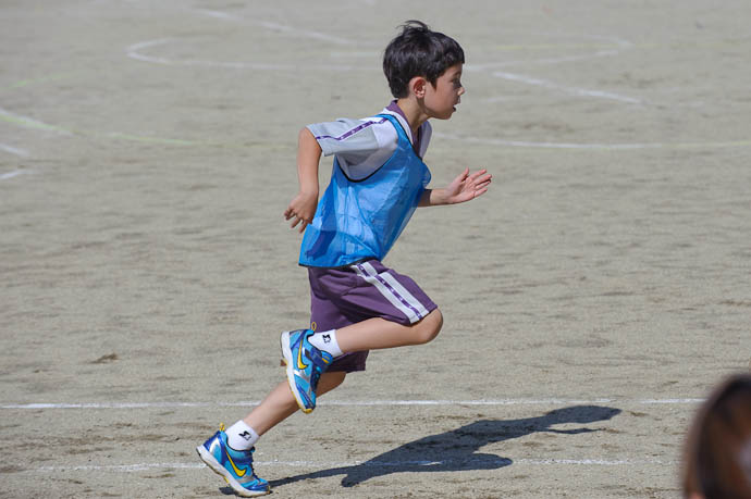 Anthony's Running Form almost seven years old -- Kyoto, Japan -- Copyright 2009 Jeffrey Friedl, http://regex.info/blog/