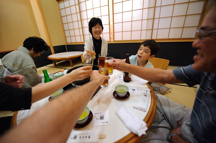 Cheers! -- Moritaya Restaurant -- Kyoto, Japan -- Copyright 2009 Jeffrey Friedl, http://regex.info/blog/