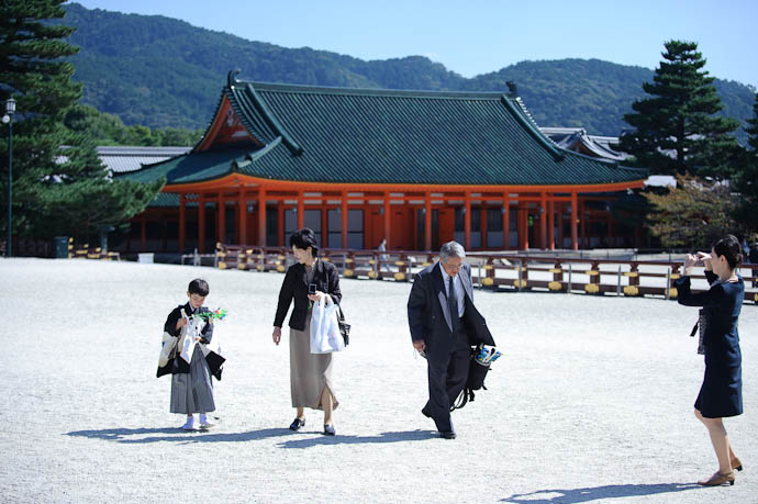 Photogenic Event -- Heian Shrine -- Kyoto, Japan -- Copyright 2009 Jeffrey Friedl, http://regex.info/blog/