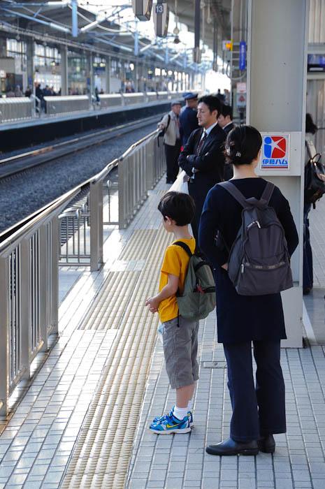 Waiting for the Bullet Train Shinkansen Platform #12, Kyoto Station -- Kyoto, Japan -- Copyright 2009 Jeffrey Friedl, http://regex.info/blog/