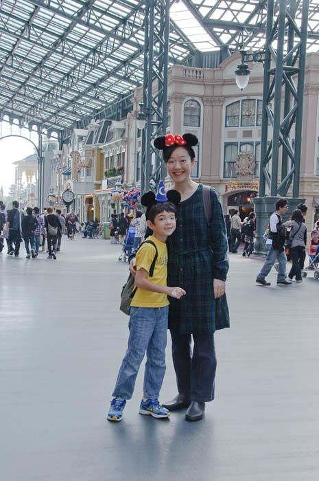 Pair of Mice -- Tokyo Disneyland -- Urayasu, Chiba, Japan -- Copyright 2009 Jeffrey Friedl, http://regex.info/blog/