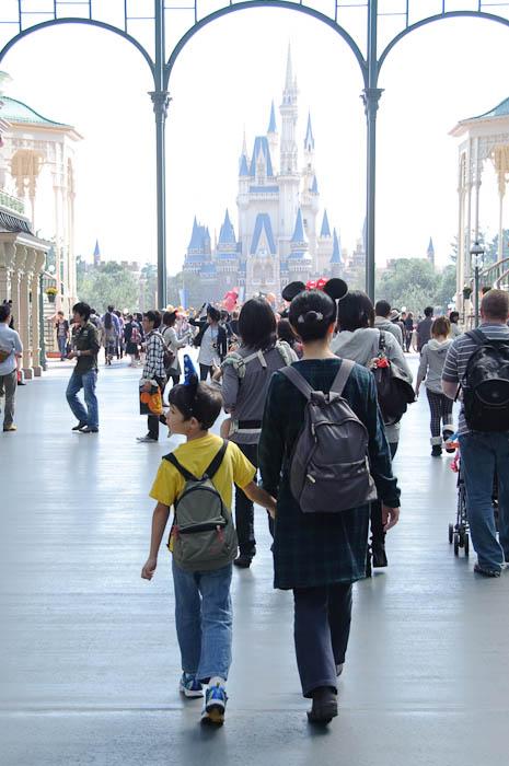 The Adventure Begins -- Tokyo Disneyland -- Urayasu, Chiba, Japan -- Copyright 2009 Jeffrey Friedl, http://regex.info/blog/