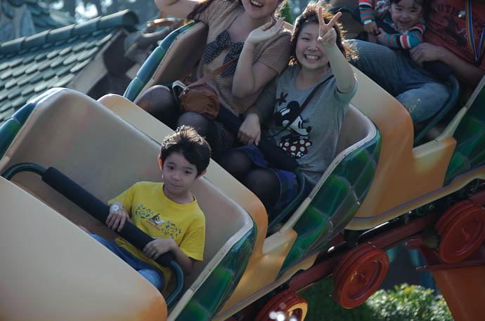 Hitting the Main Curve -- Tokyo Disneyland -- Urayasu, Chiba, Japan -- Copyright 2009 Jeffrey Friedl, http://regex.info/blog/