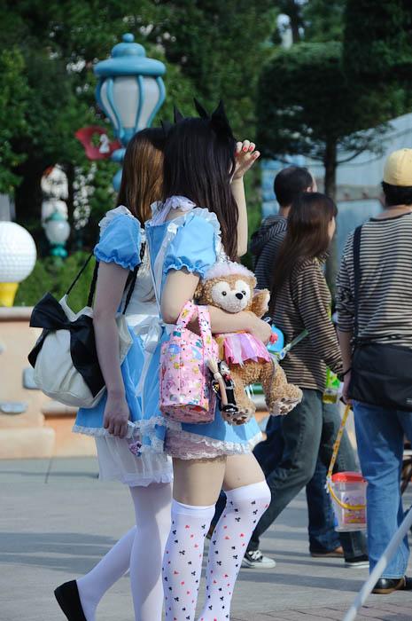 Typical Park Visitors -- Tokyo Disneyland -- Urayasu, Chiba, Japan -- Copyright 2009 Jeffrey Friedl, http://regex.info/blog/