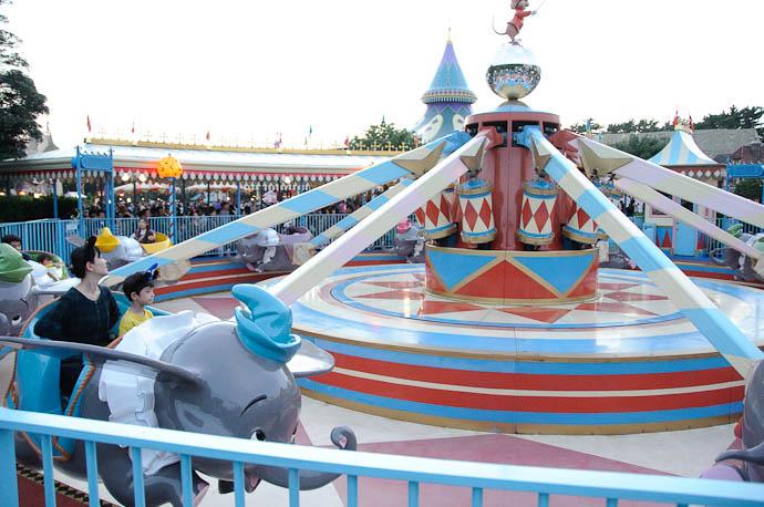Finally Boarding The Dumbo Jet -- Tokyo Disneyland -- Urayasu, Chiba, Japan -- Copyright 2009 Jeffrey Friedl, http://regex.info/blog/