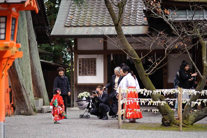 Big Sister is just a bit bigger on tiptoes -- Yoshida Shrine -- Kyoto, Japan -- Copyright 2009 Jeffrey Friedl, http://regex.info/blog/