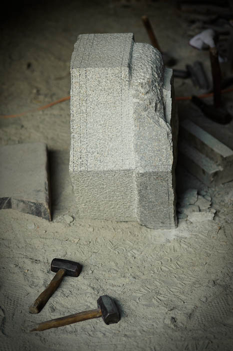 Work in Progress Nishimura Stone Lanterns' workshop Kyoto, Japan -- Copyright 2009 Jeffrey Friedl, http://regex.info/blog/