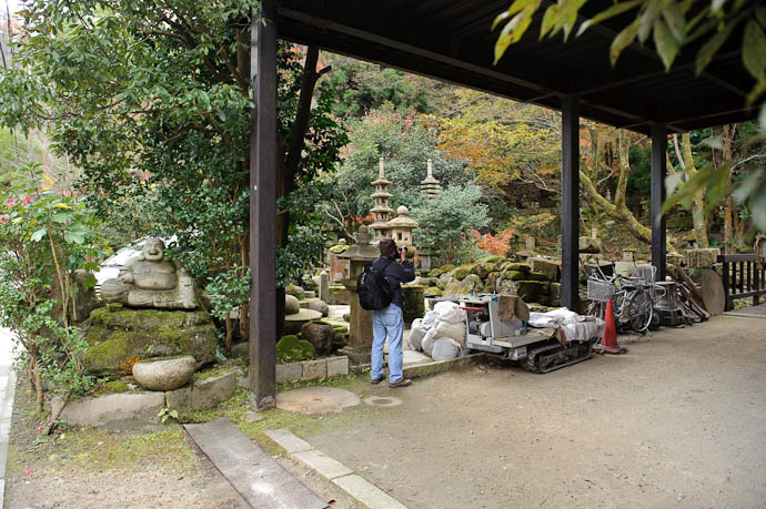 n1392() -- Nishimura Stone Lanterns workshop and garden -- Kyoto, Japan -- Copyright 2009 Jeffrey Friedl, http://regex.info/blog/