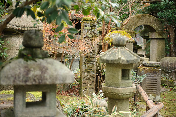 Lots and Lots of Stuff -- Nishimura Stone Lanterns workshop and garden -- Kyoto, Japan -- Copyright 2009 Jeffrey Friedl, http://regex.info/blog/