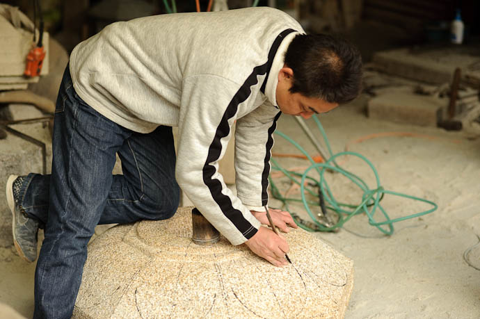 Reinforcing the Lines -- Nishimura Stone Lantern workworkshopshop and garden -- Kyoto, Japan -- Copyright 2009 Jeffrey Friedl, http://regex.info/blog/