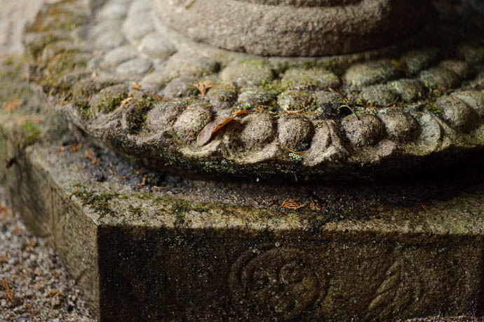 Detail -- Nishimura Stone Lantern workworkshopshop and garden -- Kyoto, Japan -- Copyright 2009 Jeffrey Friedl, http://regex.info/blog/