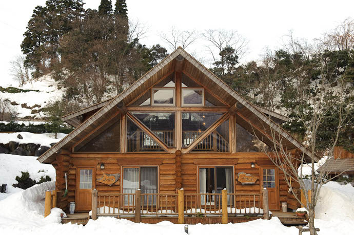 Lodge Duplex we had the half on the right -- Omaki Onsen Spa Garden Waen -- Tonami, Toyama, Japan -- Copyright 2010 Jeffrey Friedl, http://regex.info/blog/