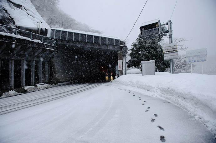 Omaki Tunnel 1,330 meters long -- Nanto, Toyama, Japan -- Copyright 2010 Jeffrey Friedl, http://regex.info/blog/