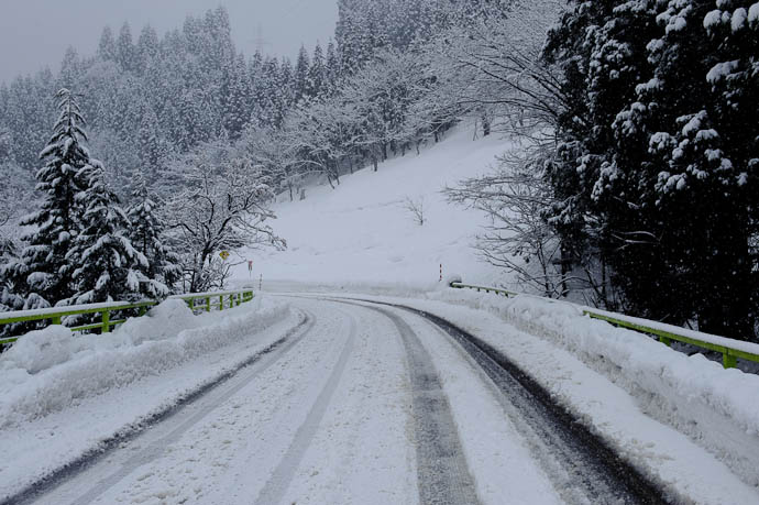 Where We'd Been looking downhill -- Nanto, Toyama, Japan -- Copyright 2010 Jeffrey Friedl, http://regex.info/blog/