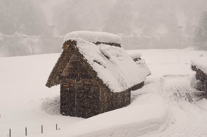 Thatched Storehouse -- Nanto, Toyama, Japan -- Copyright 2010 Jeffrey Friedl, http://regex.info/blog/