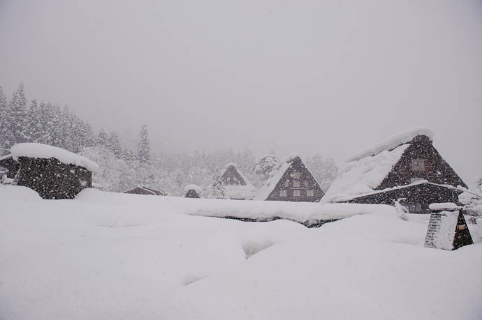 Wide View without telephone poles! -- Shirakawa, Gifu, Japan -- Copyright 2010 Jeffrey Friedl, http://regex.info/blog/