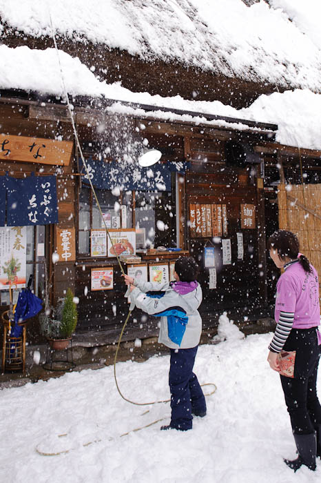 Giving it a Try -- Shirakawa, Gifu, Japan -- Copyright 2010 Jeffrey Friedl, http://regex.info/blog/