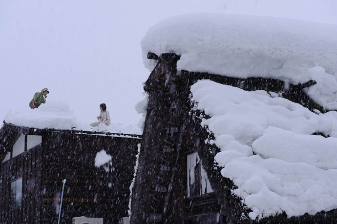 More Darwin Award Contenders? -- Shirakawa, Gifu, Japan -- Copyright 2010 Jeffrey Friedl, http://regex.info/blog/